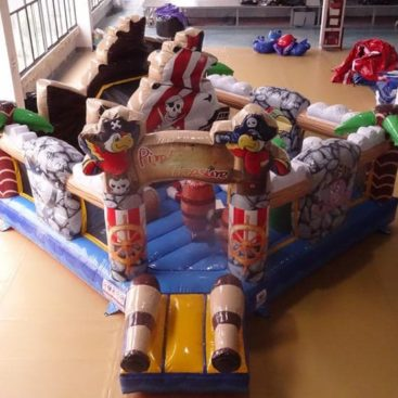 Jeu gonflable Complexe Pirates